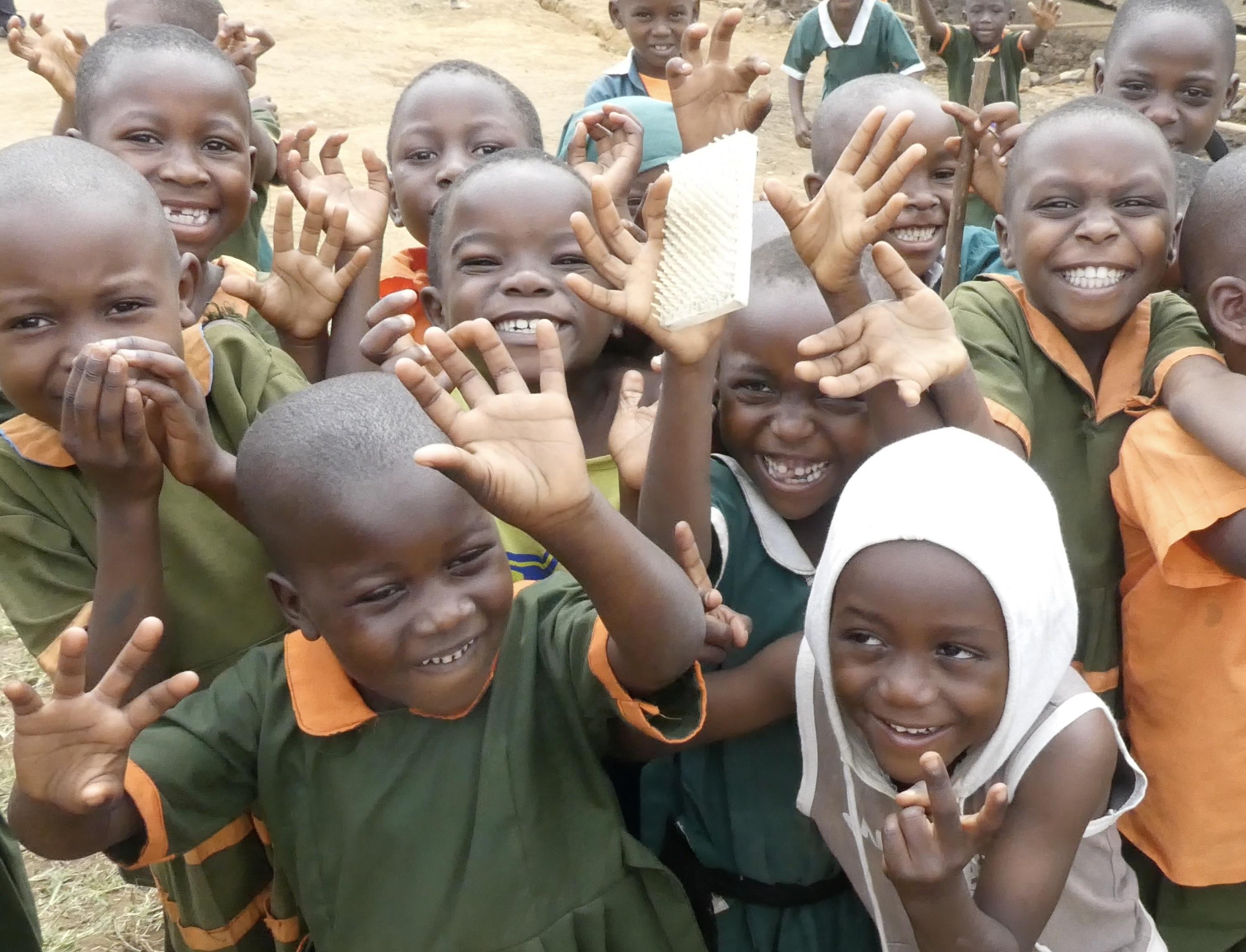 Glada barn på Katumbas grundskola